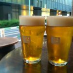 渋谷、宮益坂のパブ「82 ALE HOUSE」でちょっと一杯!ハッピーアワーでビールがおトク!往来を眺めながら初夏のビアタイム