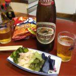 野毛「新京」で一杯!瓶ビールは冷蔵庫から自分で取り出す、ゆるーいセルフ感がいい