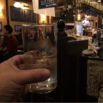 宮益坂の「82 ALE HOUSE」で乾杯!1日の締めくくりはお気に入りのカウンターで