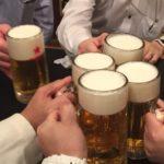 新橋の居酒屋「和田屋」で乾杯!奥の座敷をお借りして6人で宴会を