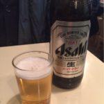 四ツ谷の角打ち「鈴傳」で乾杯!カフェ感覚で瓶ビールを飲みながら待ち合わせを