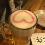 立川の居酒屋「じとっこ」で乾杯!生ビールにピンクのハート
