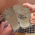 日ノ出町の韓国立ち飲み「マンナ」で乾杯!あたたかい常連さんと300円のカリサクもっちりチヂミ