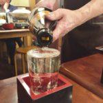 札幌・狸小路6の居酒屋「魚◯(うおまる)」で乾杯/300円の國稀とザンギ