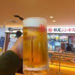 新千歳空港のフードコート「松尾ジンギスカン」で乾杯 最後の最後まで北海道メシを求める
