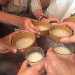 横浜・若葉町の立ち飲み「マンナ」で乾杯/300円の絶品チヂミとマッコリでにっこり