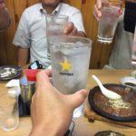 森下の居酒屋「三徳」で乾杯/チョイ呑み倶楽部7月の例会はもつ焼きの美味しいお店