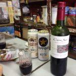 横浜・子安の角打ち「美加登屋酒店」で乾杯/たまには酒屋でワインでも