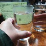 横浜駅 やきとり「お加代 本店」そば焼酎お湯割りと鳥皮タレ焼き