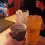 【札幌・狸小路】カキ好き歓喜!『大厚岸』の生ガキ〝マルえもん〟を国稀と共に楽しむ