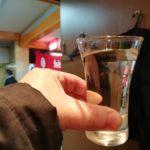 【新橋】立ち呑『破天荒』のコスパが破天荒な刺身盛り合わせで安酒をあおる